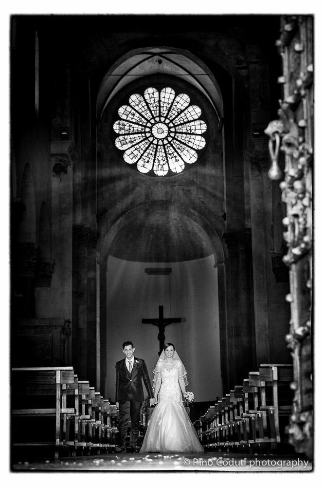 Il magnifico rosone della cattedrale di Troia all'uscita degli sposi