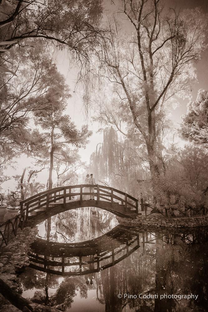 Tramonto sul ponte del laghetto all' Oasi di Claire