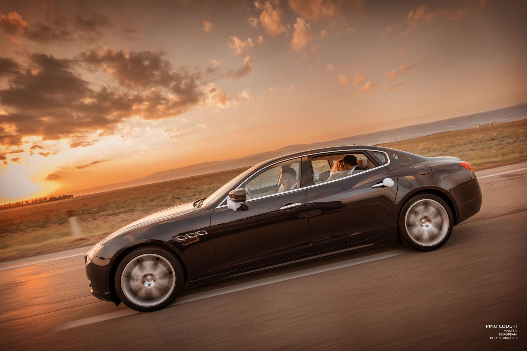 Maserati Ghibli al tramonto